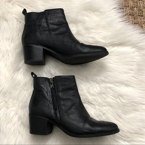 Steve Madden black leather Chelsea ankle boots 9